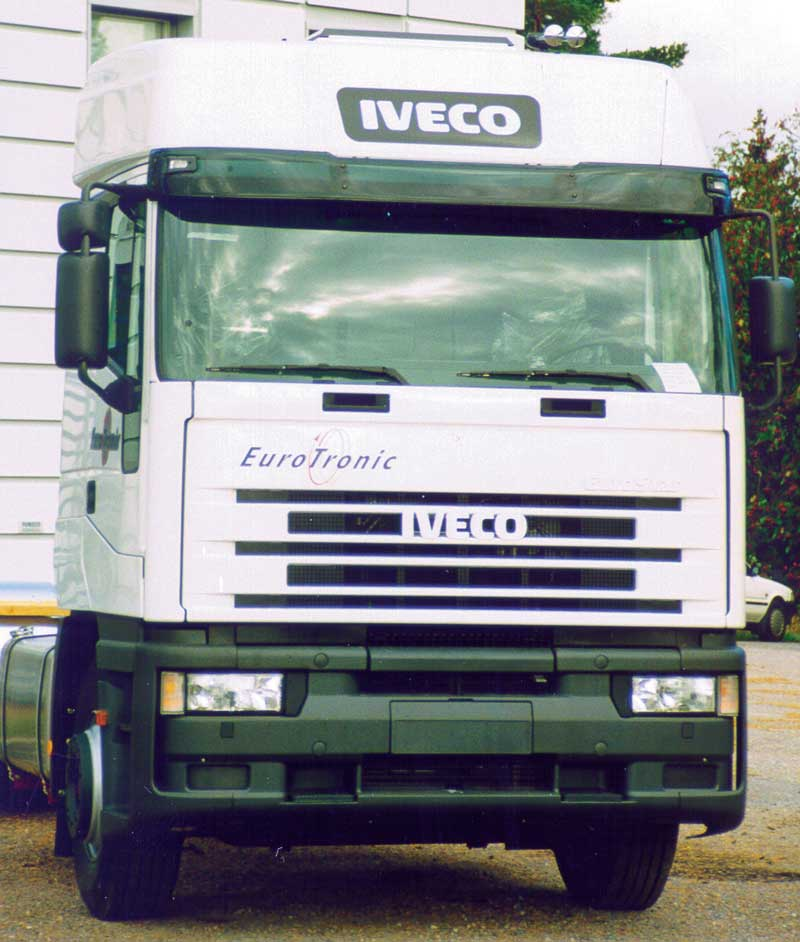 Sluneční clona Iveco/Eurostar,medium high/high roof  art. 5038AB